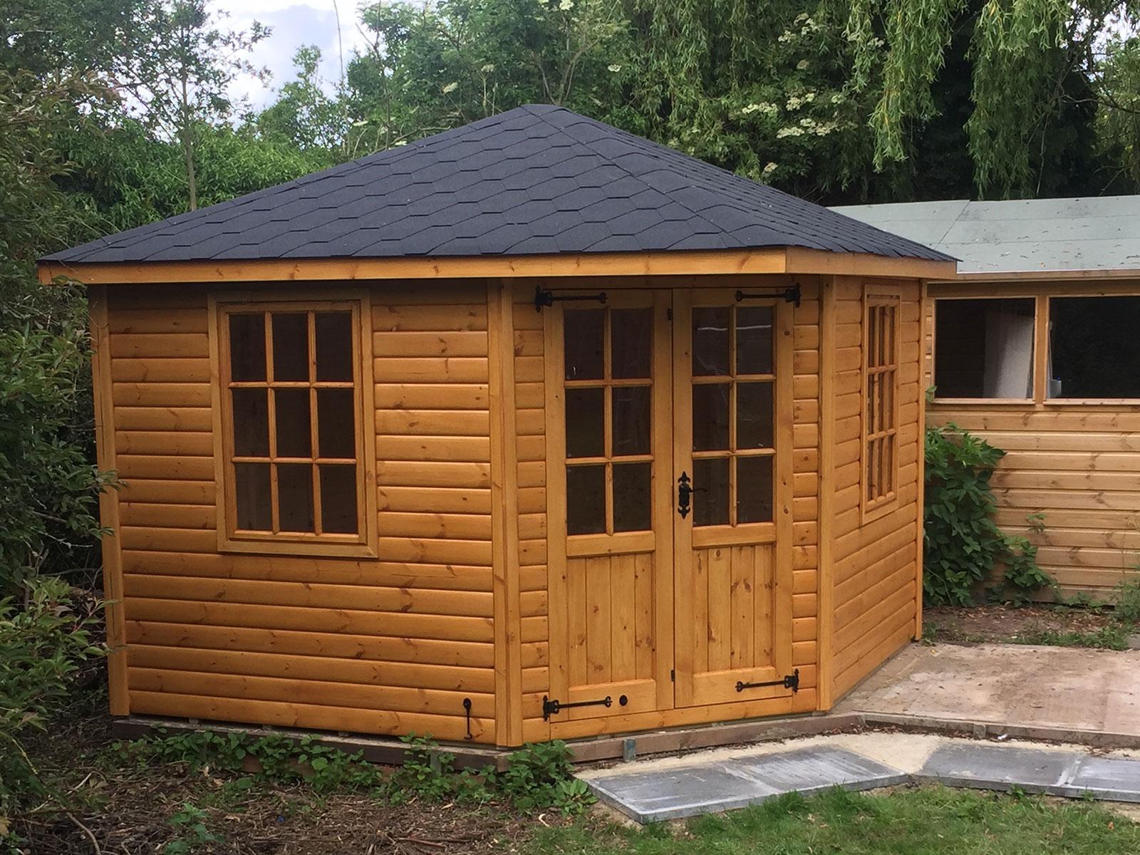بررسی خانه چوبی